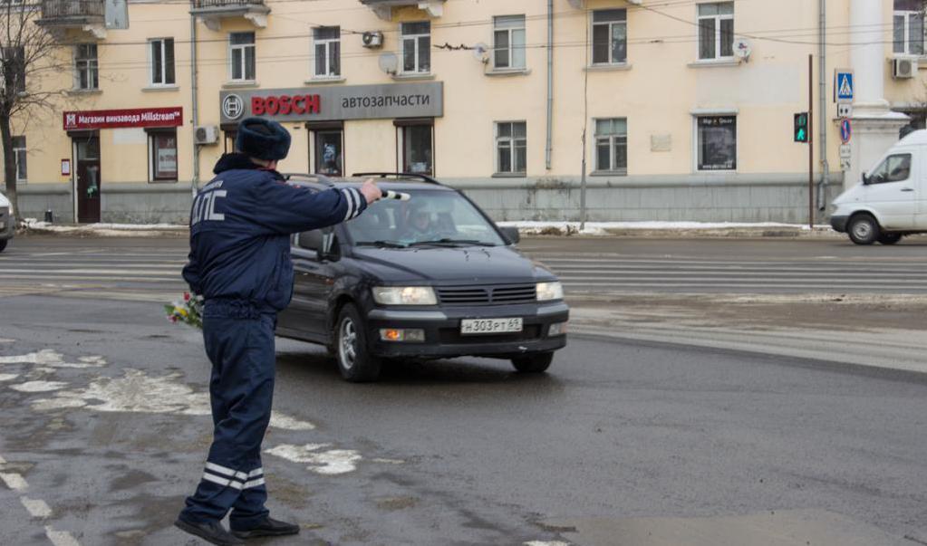 Могут ли дорожная полиция стоять на перекрестке