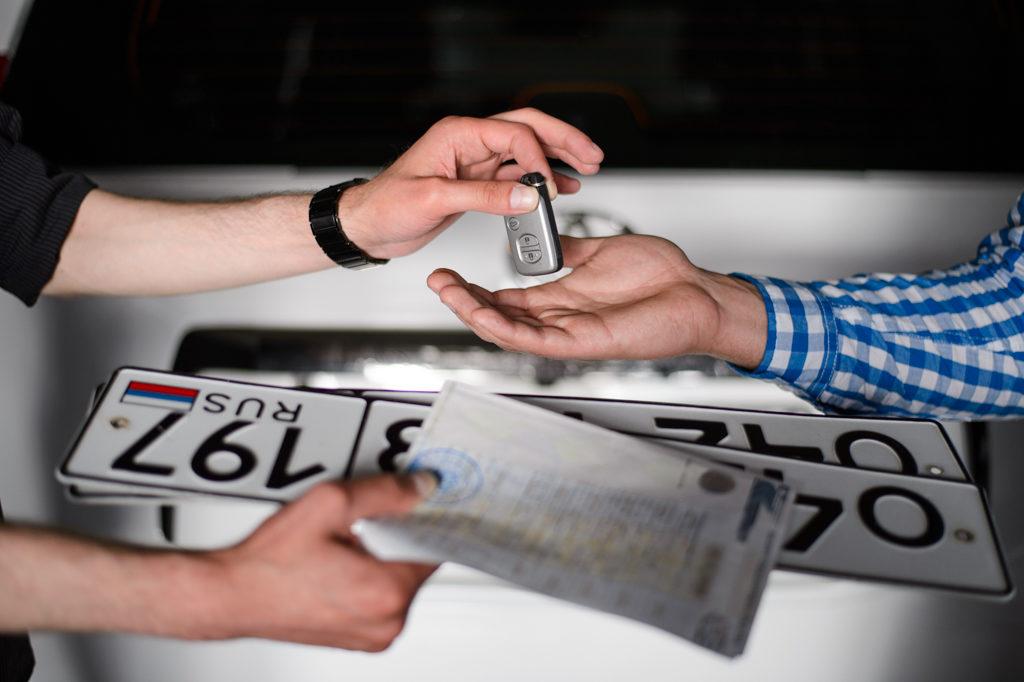 Сохранение номеров в ГИБДД через госуслуги при продаже автомобиля