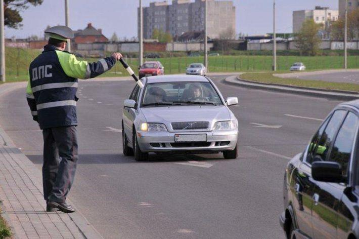 Изъятие водительского удостоверения сотрудником ГИБДД