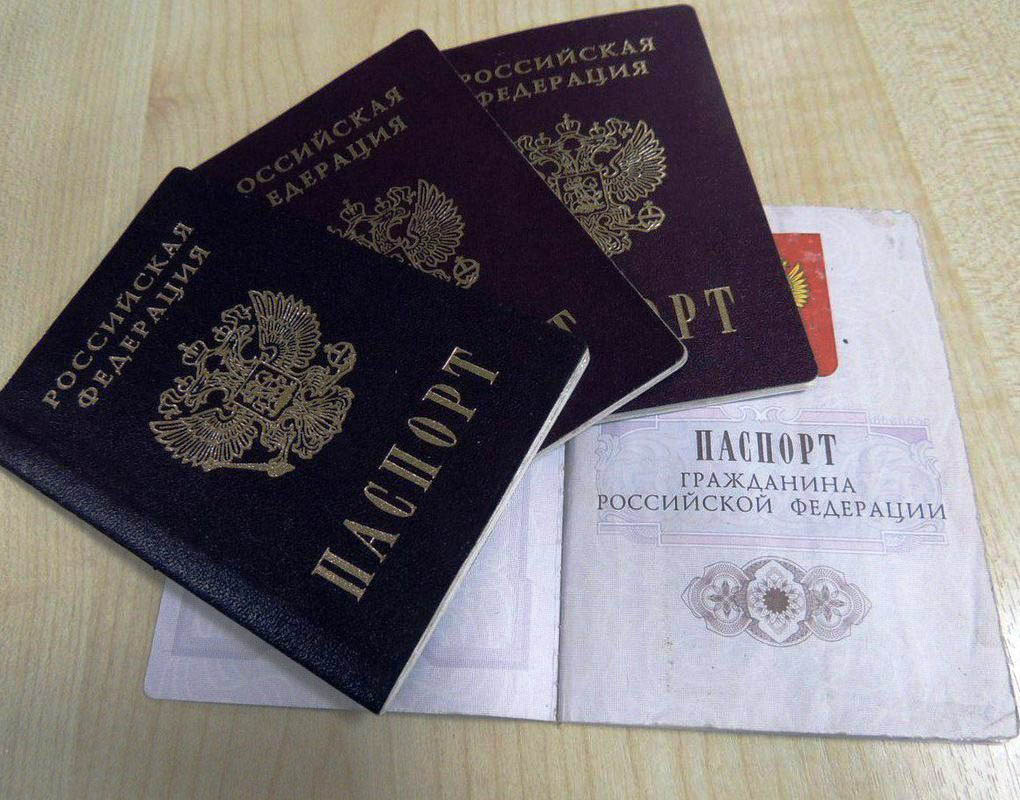 Можно ли поменять паспорт не по месту прописки в 2020 году: в другом городе, процедура замены