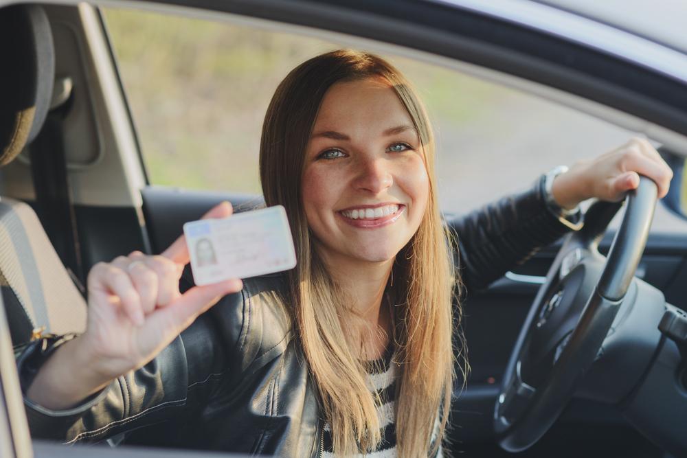 Днем рождения, картинка с водительскими правами